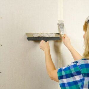 Tricks to fix holes, cracks and chips in the wall