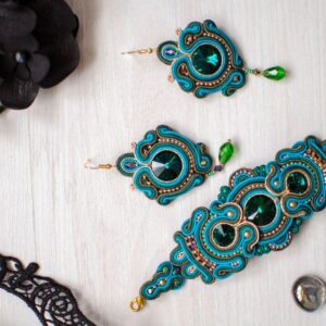 Learn about the soutache technique and how to make accessories with it