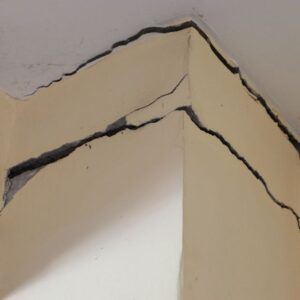 Why cracks appear in the walls and which ones are dangerous