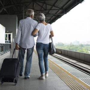 What discounts do seniors who want to travel on the AVE have?