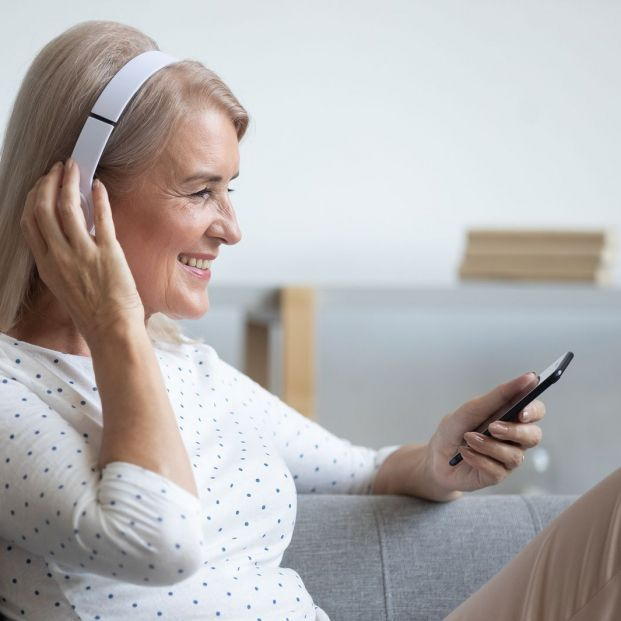 Headsets and other options for comfortable phone conversation