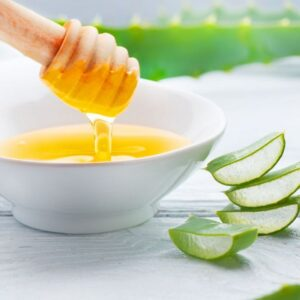 Learn how to make facial masks with honey to take care of the skin of the elderly