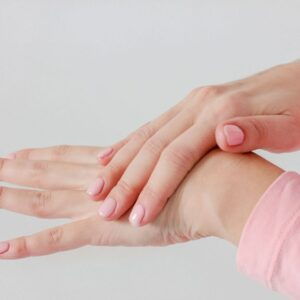 Eliminate cracks in the hands in a simple and natural way