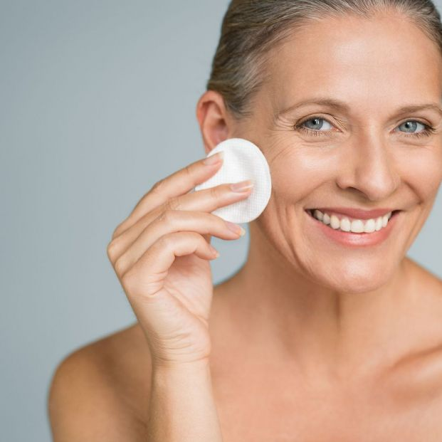 How to remove make-up correctly?  Disposable wipes or cotton?