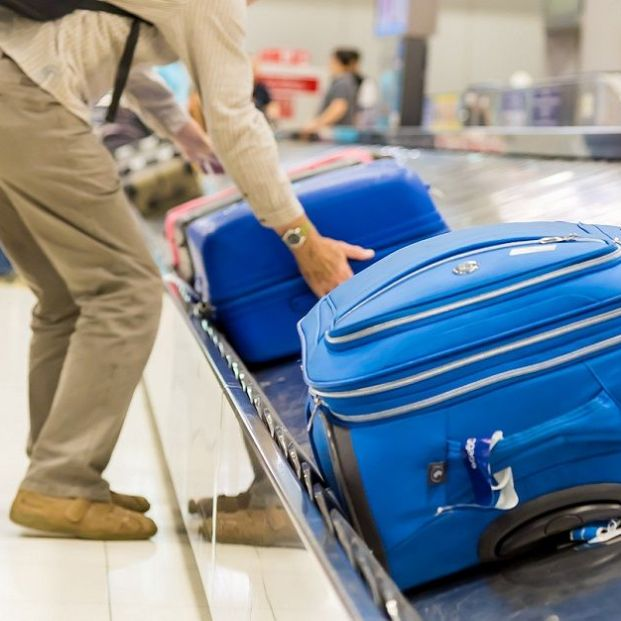 What measures should cabin suitcases have?