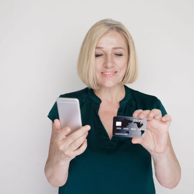 How to apply for a new credit or debit card?
